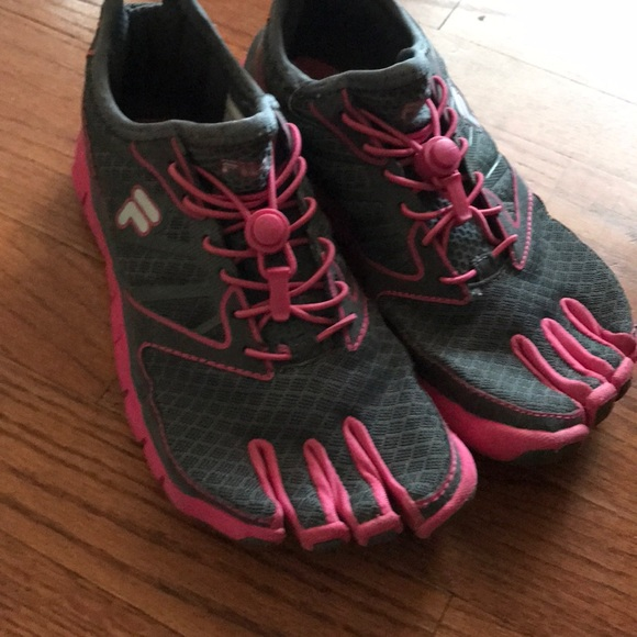 Fila Skele toes Barefoot Used Size 6 women's